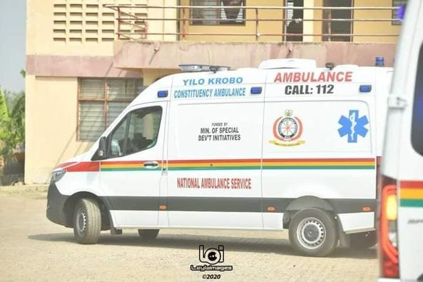 Armed robbers attack ambulance, shoot driver