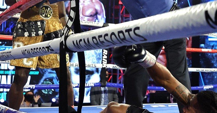 Richard Commey knocks out Jackson Marinez in round 6