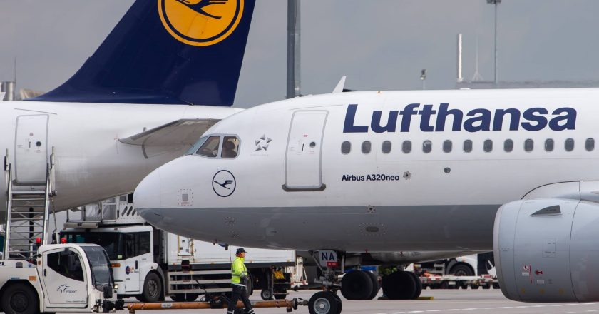 Lufthansa begins longest-ever flight to transport Antarctic crew