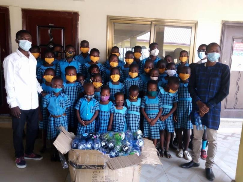 Regentropfen Education Foundation donates water bottles to pupils