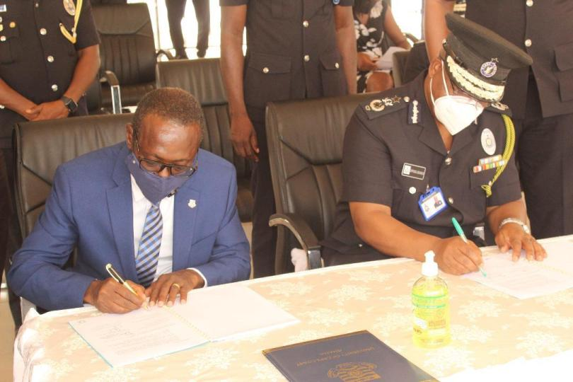 The Ghana Police Service has signed a Memorandum of Understanding (MOU) with the University of Cape Coast to run a Post- Graduate Diploma Certificate in Security Studies.