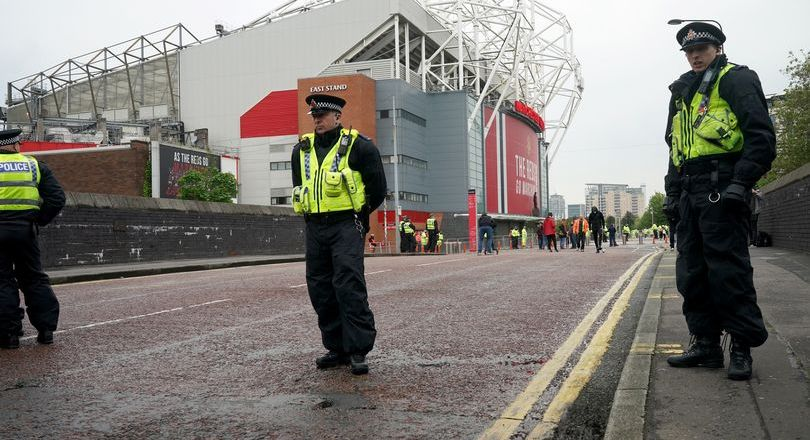 Liverpool bus blocked on route to Old Trafford ahead of Manchester United match