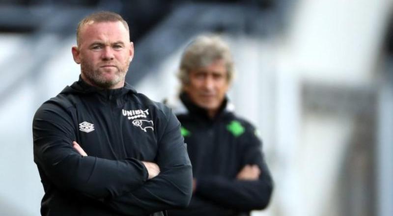 Wayne Rooney apologises over hotel photographs