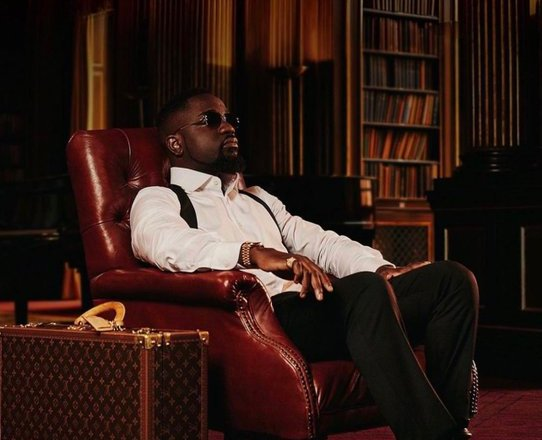 """Review: Sarkodie justifies the hype with a solid """"No Pressure"""" album"""