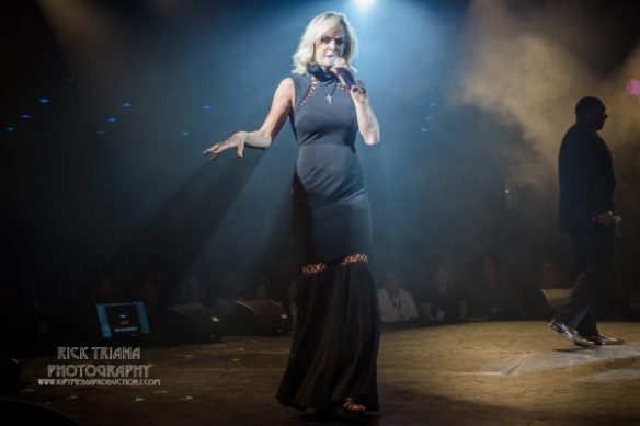 Letitia Frye, auctioneer from Alice Cooper's Christmas Pudding 15, by Rick Triana Photography