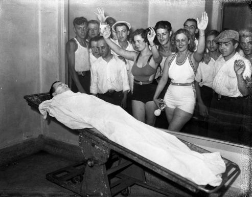 Betty and Rosella Nelson, along with a large crowd, view the body of John Dillinger at the Cook County morgue, at Polk and Wood streets, in Chicago. In the days after Dillinger was killed on July 22, 1934, massive crowds lined up outside the morgue to get a glimpse of the notorious public enemy. (Chicago Tribune historical photo)