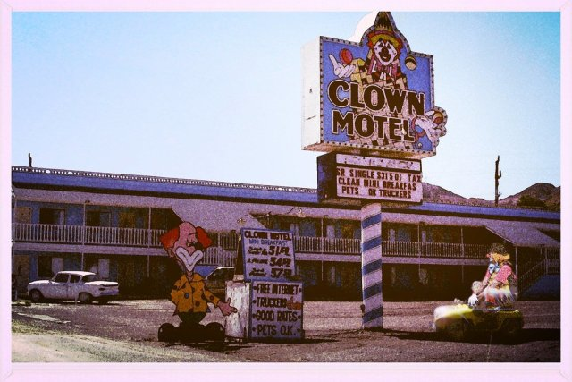 Famous Signs outside the Clown Motel