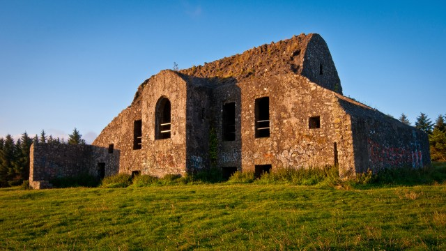 This ruined building at the summit of Mountpelier was originally built as a hunting lodge but its association with the Irish Hellfire Club has given it a sinister reputation. Represent haunted barracks