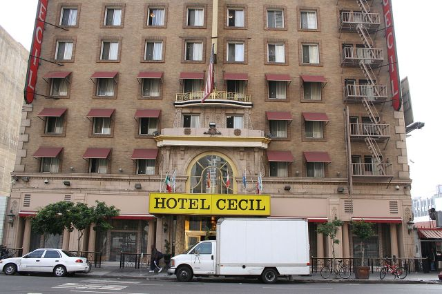 Hotel Cecil by Jim Winstead By Jim Winstead - https://www.flickr.com/photos/jimwinstead/44416026, CC BY 2.0, https://commons.wikimedia.org/w/index.php?curid=37408369
