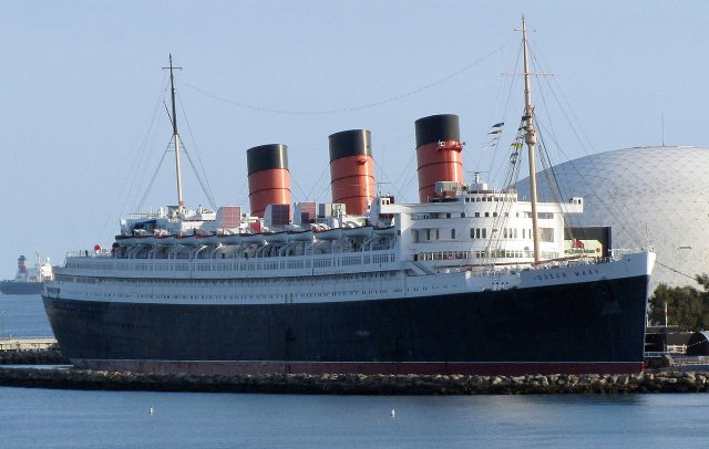 RMS Queen Mary in Long Beach, CA By RMS_Queen_Mary_Long_Beach_January_2011.jpg: David Jones from Isle of Wight, United Kingdomderivative work: Altair78 (talk) - RMS_Queen_Mary_Long_Beach_January_2011.jpg, CC BY 2.0, https://commons.wikimedia.org/w/index.php?curid=12833732