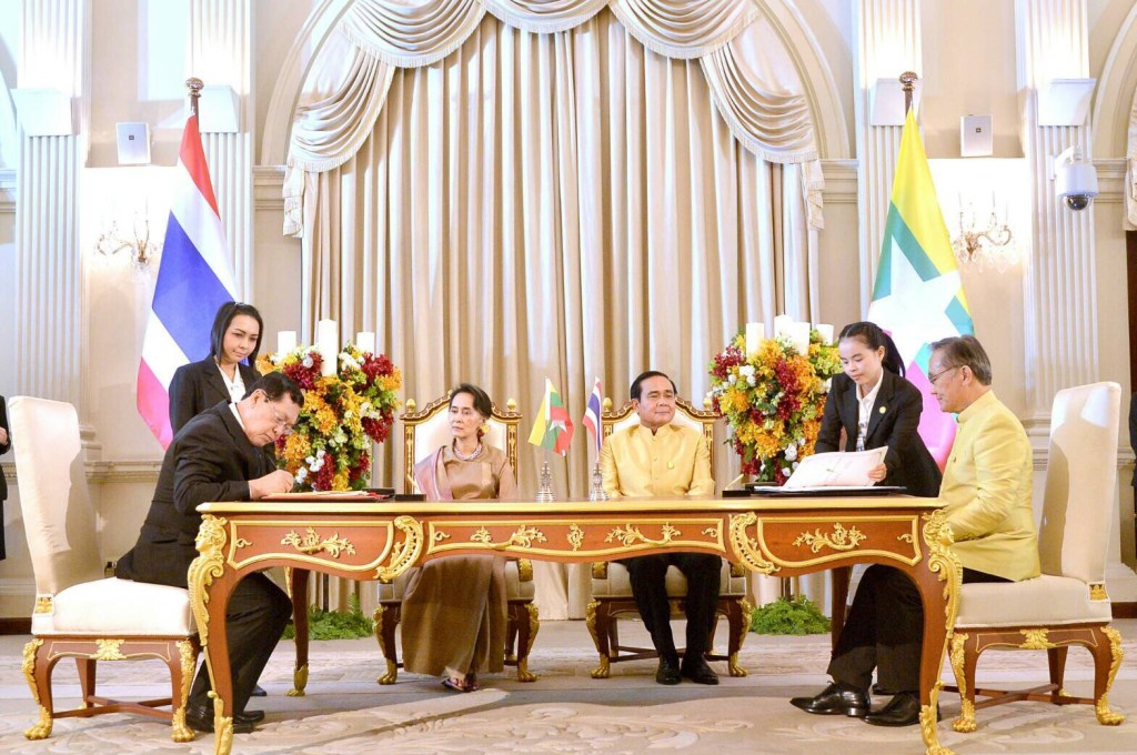 myanmar-assk-migrant-workers-thailand-jun23-2016-sign-agreement