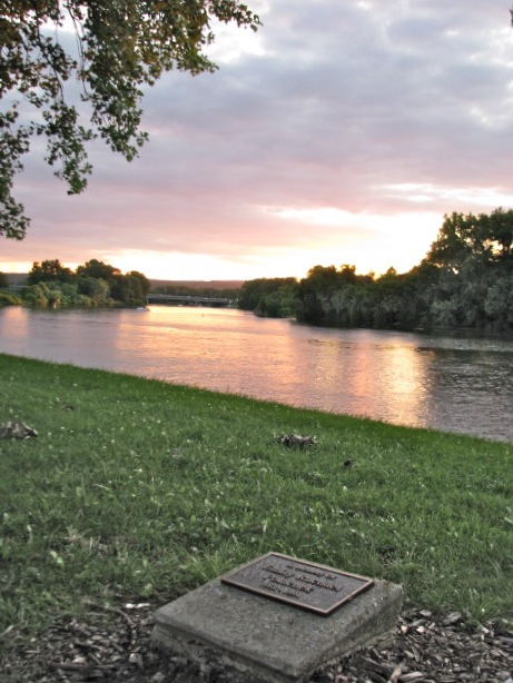 sunset with Emily Polachek's Riverside marker on the day of Peter Polachek's death - 06Aug09