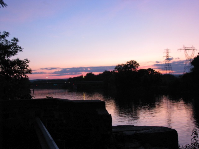 Sunset from the Washing Avenue deadend, Schenectady Stockade 08Sep09