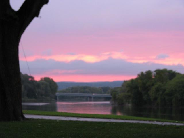 swingset sunset - last phase - from eastside of Riverside Park - 03Octo09