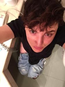 Arisa in bagno