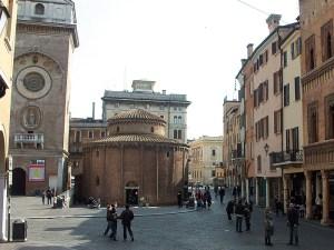 Piazza- delle-erbe-mantova