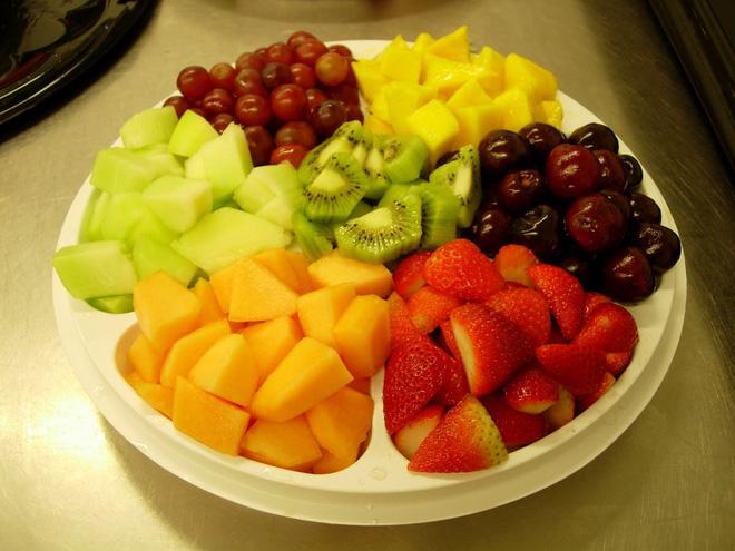 Ăn sáng: 1 bát bún, 1 gói xôi, 1 gói ngũ cốc hay chỉ ăn hoa quả - Đúng hay sai? - Ảnh 3.