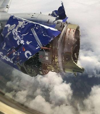 Động cơ phát nổ khi ở giữa không trung. Ảnh: Taylor Lewis.
