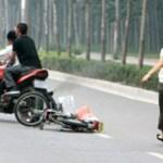 Hai mẹ con bị 2 thanh niên dùng bình xịt hơi cay tấn công ở Sài Gòn