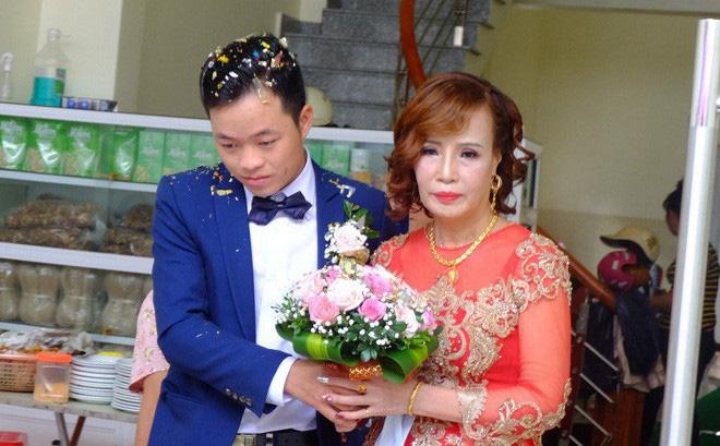 """Cô dâu 61 tuổi lên tiếng khi bị người làm loạn đám cưới """"tố"""" không dám mời con gái"""