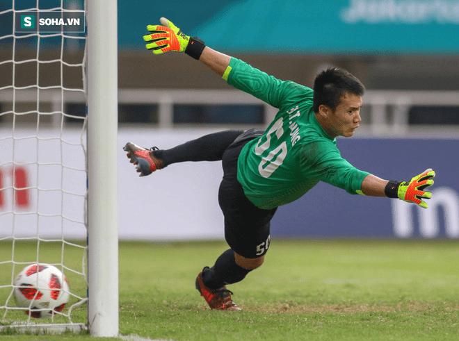 U23 UAE đã hóa giải chiêu lạ của Bùi Tiến Dũng thế nào? - Ảnh 1.