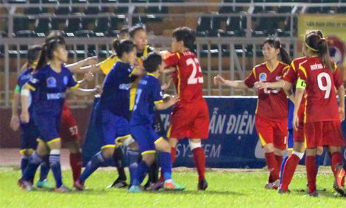 Kết quả hình ảnh cho Cầu thủ nữ Việt Nam ẩu đả ở giải quốc gia
