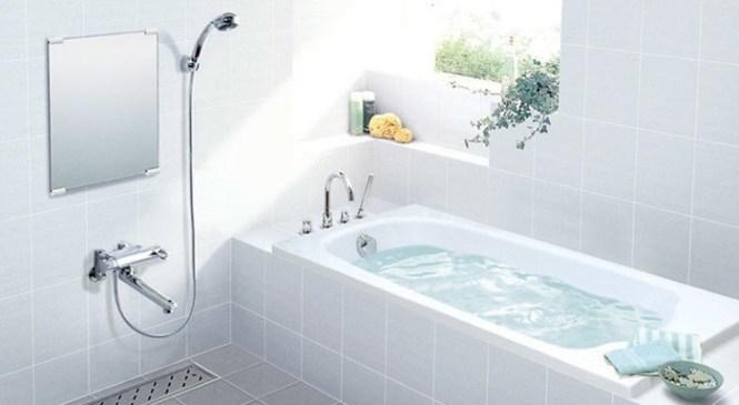 Làm cách nào tẩy vết bẩn trên bồn tắm?