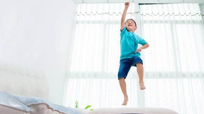 """5 cách cha mẹ có thể áp dụng để giúp """"bình tĩnh"""" lại những đứa trẻ quá mức hiếu động"""