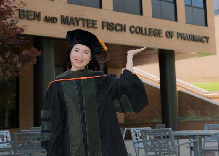 Cô gái Việt trở thành thủ khoa ngành Dược tại Mỹ