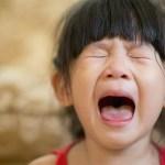 Con hay cáu giận chứng tỏ cha mẹ không biết kiểm soát cảm xúc