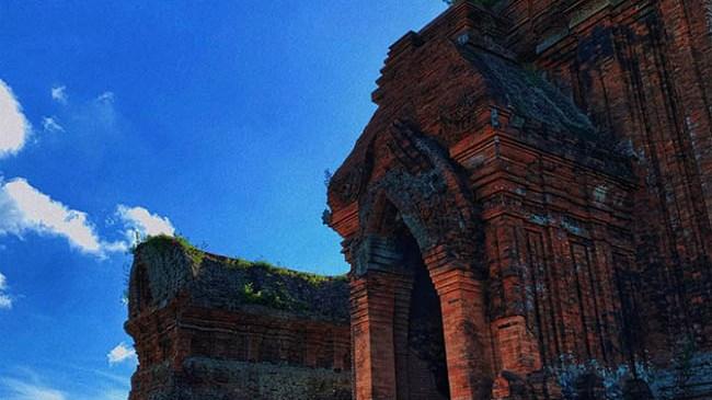 Khám phá kiệt tác kiến trúc Tháp Bánh Ít tại Quy Nhơn cùng chàng trai Sài Gòn