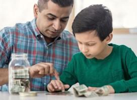 Sai lầm của cha mẹ khi dạy con 'tiền không quan trọng'