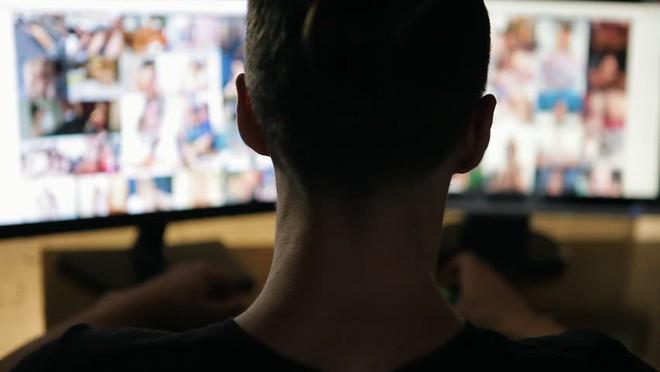 Vì sao đã có bạn tình, người ta vẫn xem phim sex?
