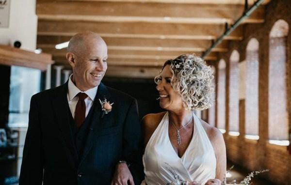 Người đàn ông mất trí nhớ cầu hôn lại vợ mình