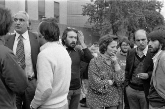 Roma, 16 maggio 1977. I parlamentari radicali Marco Pannella (S), Emma Bonino (D-3) e Gianfranco Spadaccia (D-3), e il giornalista Carlo Rivolta (D), partecipano ai funerali della studentessa Giorgiana Masi, uccisa il 12 maggio durante una manifestazione del partito Radicale, ANSA