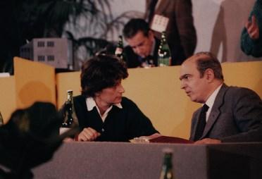 Congresso radicale 1986 con Adelaide Aglietta, alle loro spalle Bruno Zevi