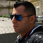 Ο Armen Avdadalov σπούδασε κομμωτής στην ομάδα του Γιώργου Γιαννέρη και είναι από το 2005 ιδιοκτήτης κομμωτηρίου