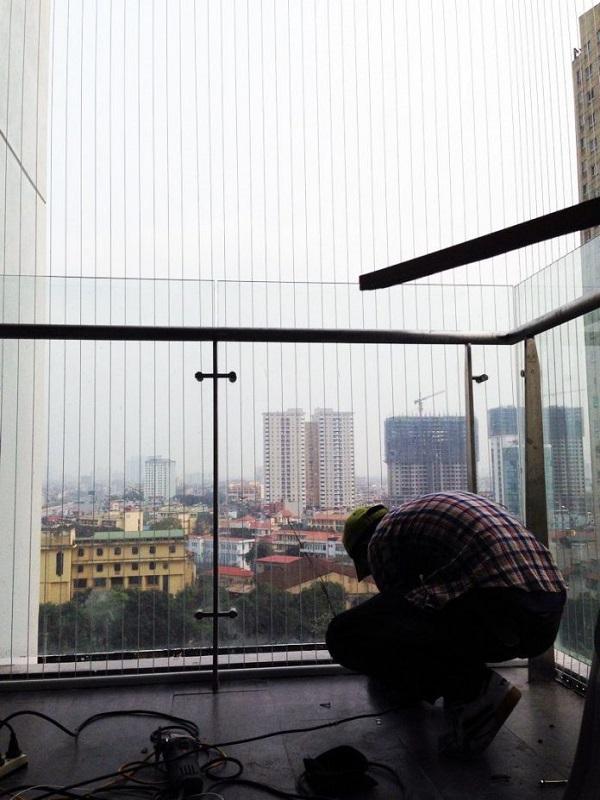 Ở Hòa Phát, khi bạn mua lưới an toàn ban công, bạn sẽ không phải lo đến chuyện tự lắp đặt, chúng tôi sẽ lắp đặt thay bạn
