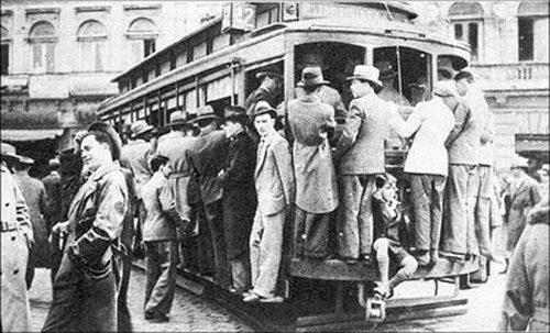 BONDE LOTADO NA PRAÇA DA SÉ - 1937