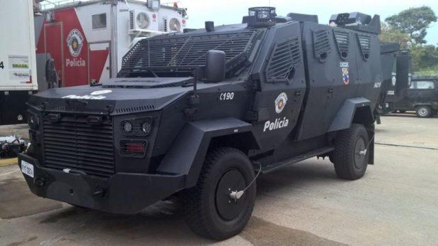 Cabe ao Comando de Policiamento de Choque a execução de tarefas de restauração da ordem publica relativas ao controle de distúrbios civis, contra guerrilha urbana, contra guerrilha rural e operações policiais especificas
