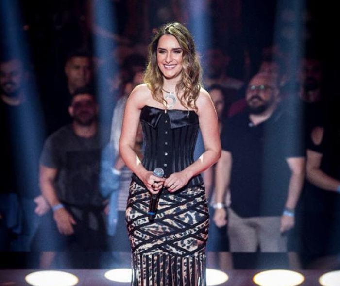 Ainda em 2013, ela marca presença no programa da Rede Globo Encontro com Fátima Bernardes, ganhando com essa participação um notável impulso na carreira