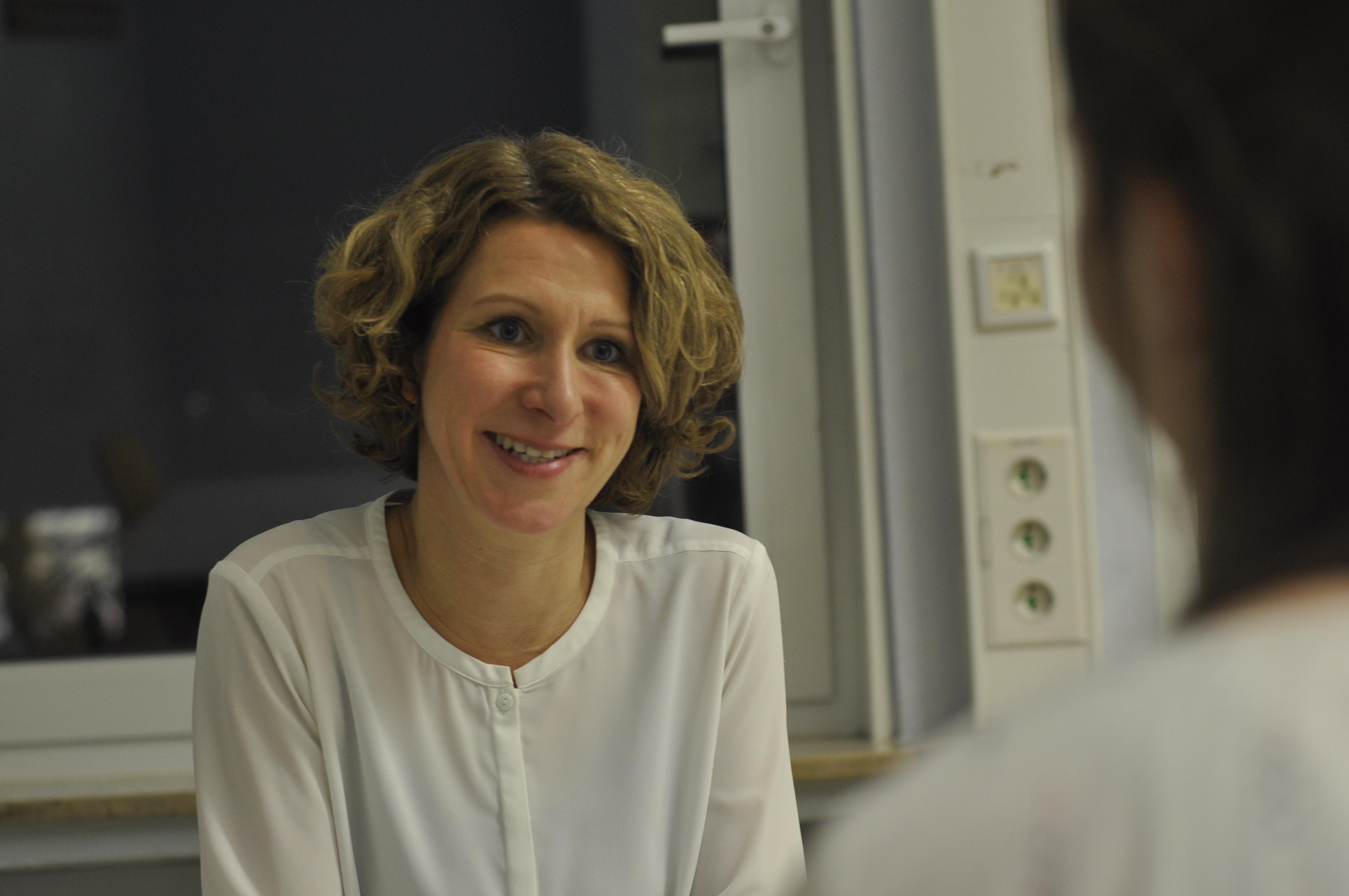 Julia Ditschke im Gespräch mit Laura-Kristin Vormann. (Foto: Carsten Vogel)