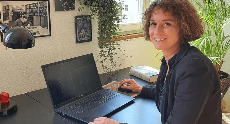 """""""Aus den Händen vieler Generationen"""": Laura Marie Pohlmann über ihre Tätigkeit in Bibliothek und Archiv"""