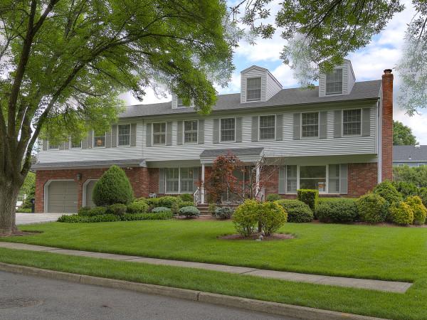 482 Mason Place Paramus, NJ 07652