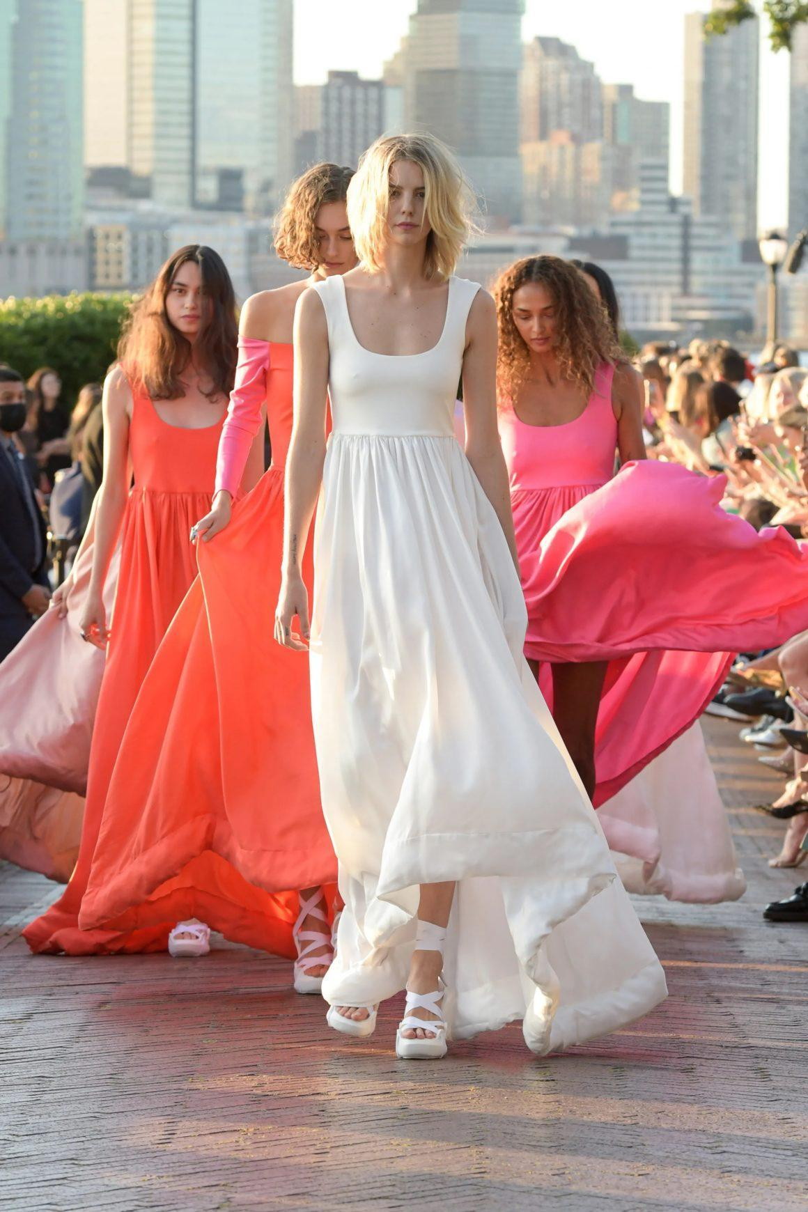 Cynthia Rowley Brings Flowy Silhouettes and Fresh Colors to Spring 2022 Runway Show at Wagner Park With a Captivating View of Statue of Liberty