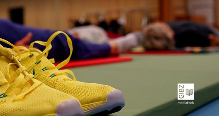 Fit wie ein Turnschuh – Freizeitkurs Pilates am GIBZ
