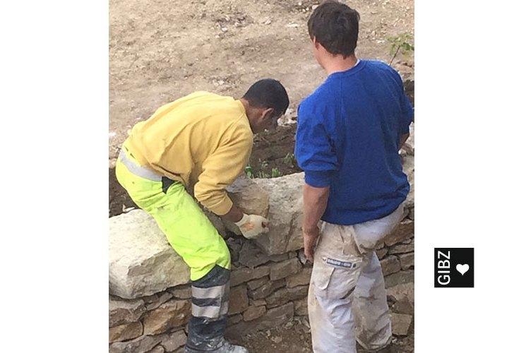 Projektwoche Trockenmauerbau : Tag 4 und Tag 5 – Hurra, die Mauer ist fertig!