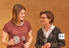 "Kurz aber heftig – Hazel Brugger im ""GIBZ im Gespräch"""