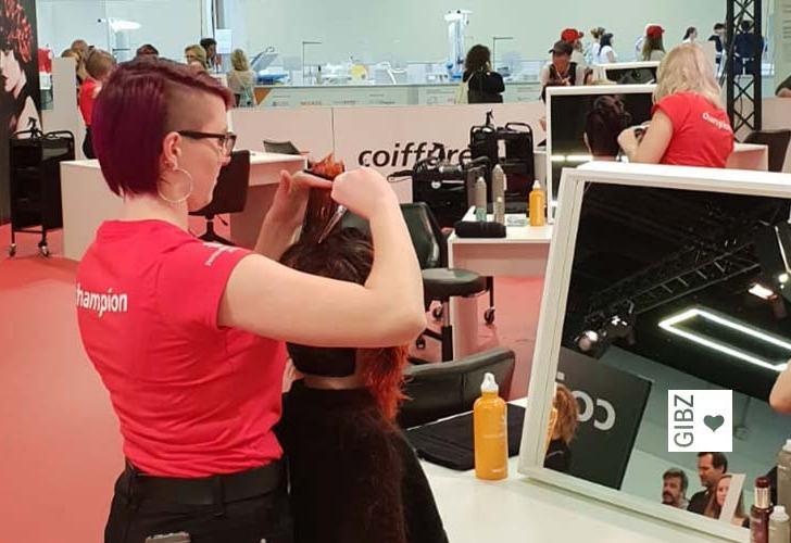 Zuger Coiffeuse erfolgreich an den Swissskills – 10. Platz für die GIBZ-Lernende Michelle Staub