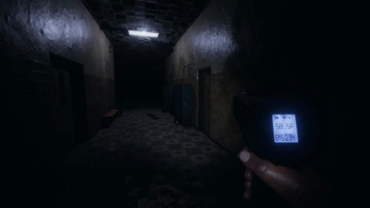 The player walks down a dark high school hall with a thermometer.